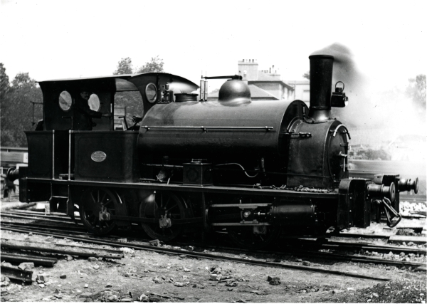 0-6-0 saddletank, BROCKENHURST. The locomotive had some unusual features amongst the other contractors' engines including outside-cylinders , a more rounded saddletank, a stovepipe chimney and combined dumb and sprung buffers.