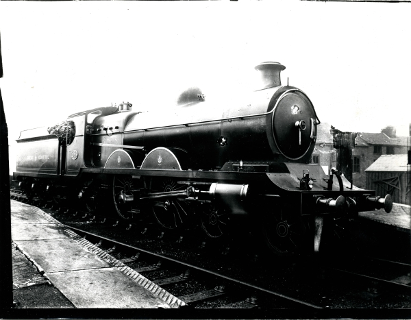 Great Central Railway, 8B class 4-4-2 'Atlantic' type locomotive, No. 1085. It was designed by GCR Chief Mechanical Engineer John G. Robinson and was one of a batch of five built for the company by the North British Locomotive Co. of Glasgow.
