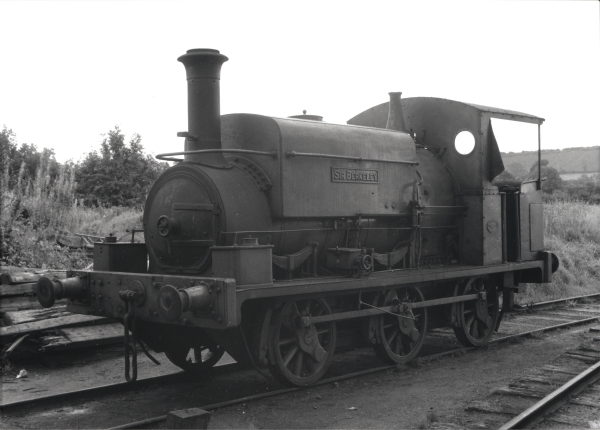 SIR BERKELEY was transferred to Byfield Quarries in 1957 where it was photographed by Ivo Peters outside its shed on 4th October 1960. Note the modified cab that replaced the old weather board.