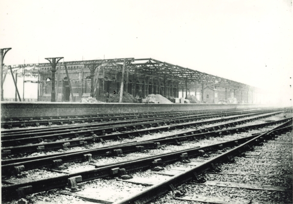 Leicester Central Station under construction, circa 1897. The photograph provides a fine illustration of the island platform, and clearly shows how the tracks ran around the outside of the platforms, rather that between them.