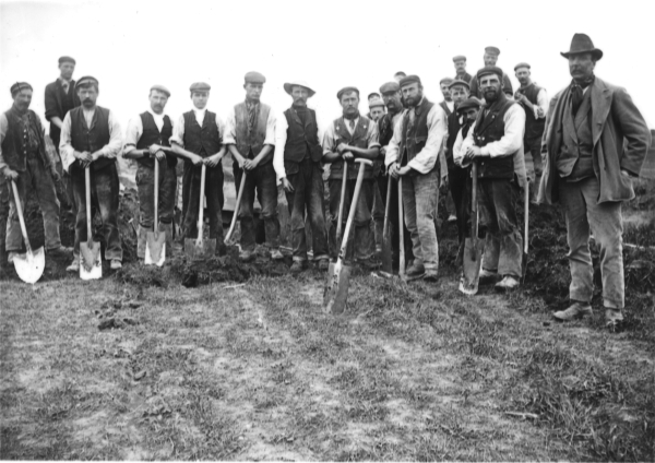 A gang of navvies near Haddenham, Buckinghamshire