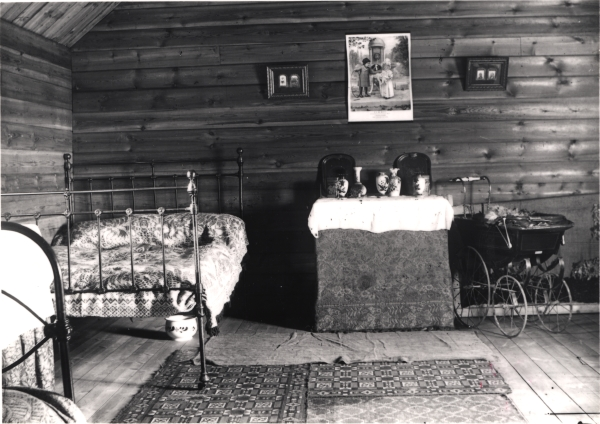 This photograph, taken at a foreman's hut near Calvert, illustrates the significant advances that had been made in navvy accommodation during the nineteenth century. Although comparatively primitive by today's standards, this well kept timber cabin would have been superior to many other working class dwellings of the period.